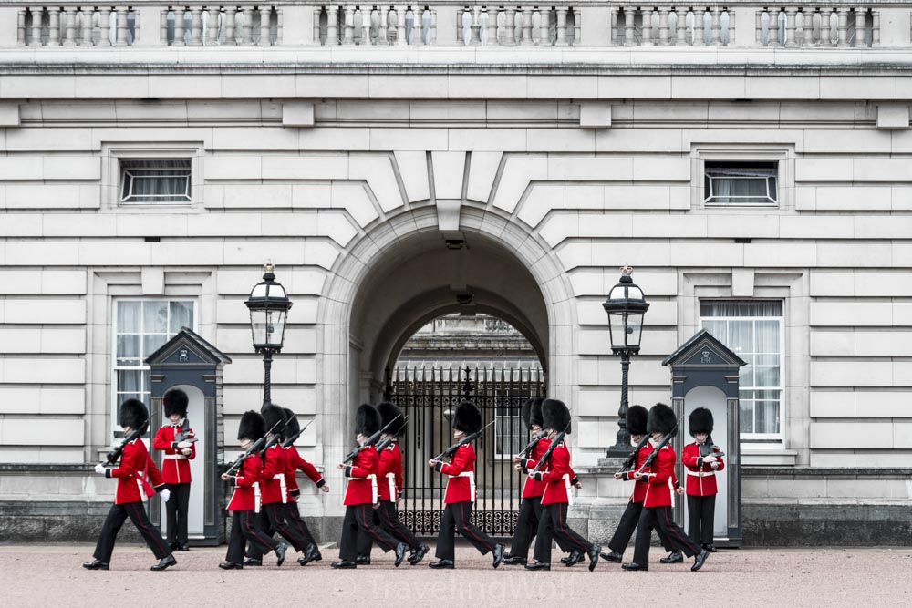 changing of the gurads buckingham palace london